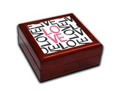 Portagioie in legno con grafica  Love words