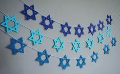 Hanukkah decorations: Star of David garland Hanukkah Crafts, Jewish Crafts, Hanukkah Decorations, Gold Christmas Decorations, Christmas Hanukkah, Hannukah, Star Decorations, Holiday Crafts, Rosh Hashana Decorations