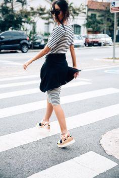 looksly - Francesca Monfrinatti com vestido midi listrado do Inverno 2016