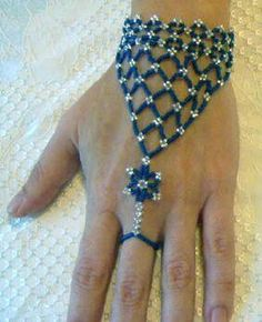 Free Seed Bead Bracelet Instructions/Thanks Gemma! It's a good example of how sometimes not having things . Seed Bead Patterns, Beaded Jewelry Patterns, Bracelet Patterns, Beading Patterns, Stitch Patterns, Slave Bracelet, Ring Bracelet, Seed Bead Bracelets, Bead Jewelry