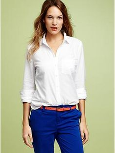 Summer Classics Every Post 50 Woman Should Have In Her Closet Crisp White Shirt: A fitted, crisp white shirt is a classic staple for any summer wardrobe. Roll up the sleeves and pop the collar ala Katerine Hepburn . Bright Pants, Blue Pants, Cobalt Pants, White Pants, Teacher Outfits, Teacher Clothes, Work Clothes, Work Outfits, Teacher Fashion