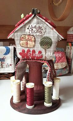El taller de Maricú: Needle house's box . . . Japanese Patchwork, Sew On Patches, Pin Cushions, Gingerbread, Sewing, Holiday Decor, Fabric, Handmade, Country