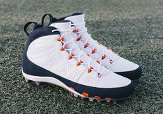 Jordan Brand celebrates the kick-off of the NFL season with brand new Air Jordan 9 PE Cleats for their select athletes. Check them out here: Mens Football Cleats, Baseball Gear, Football Gear, Baseball Equipment, Baseball Cleats, Nike Air Shoes, Sneakers Nike, Jordan Cleats, 32 Nfl Teams