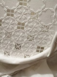 Hardanger Embroidery, Bargello, Needlepoint, Embroidery Designs, Cross Stitch, Crewel Embroidery, Embroidery Ideas, Manualidades, Punto De Cruz