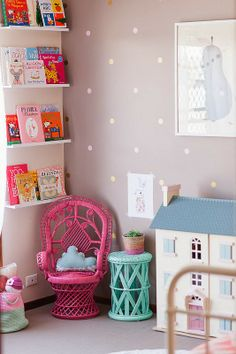 I love the way the books are displayed. Reading nook with polka dot walls || Babyology