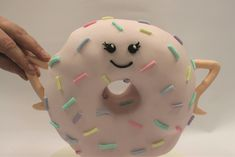 Free Project - Gravity Defying Donut! - Hobbies and Crafts White Sausage, Squires Kitchen, Cake Frame, Victoria Sponge Cake, Edible Glue, White Chocolate Ganache, Doughnut Cake, Rice Crispy Treats, Wafer Paper