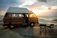 Original Volkswagen One of the best campervans for a surftrip. Look at how photogenic this motorhome is T3 Camper, Camper Van, Volkswagen Bus, Surf Bus, Vw T3 Syncro, T4 Vw, Camping In England, Vw Camping, Turtle Time