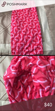 Vday LLR TC leggings! Worn once! Washed LLR way! Interlocking hearts! Minimal piling! Cute LuLaRoe Pants Leggings