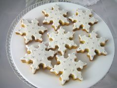 Christmas White Snowflake Cookies by Bubble and Sweet, via Flickr