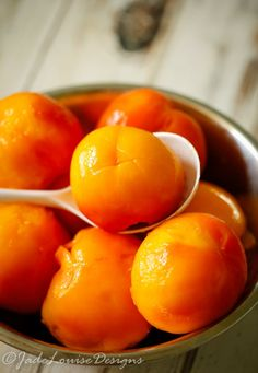 How to freeze Peaches without Sugar for fresh peaches flavor year round. Peach Sorbet, Ripe Peach, Fruit Recipes, Easy Healthy Recipes, Fresh Peach Recipes, How To Peel Peaches, Fruit Dishes, Fresh Fruits And Vegetables, Canning Recipes