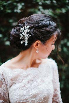 Gorgeous hair accessory: http://www.stylemepretty.com/california-weddings/2015/02/16/elegant-la-winter-wedding/ | Photography: Steve Steinhardt - http://stevesteinhardt.com/