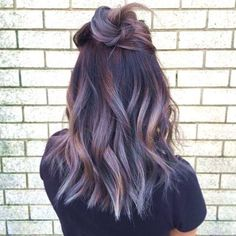 24 Trendsetting Ombre Hair Color For Brunettes That Give A Refreshing Vibe - Couleur Cheveux 01 Ombre Hair Color For Brunettes, Brunette Color, Hair Color Balayage, Ombre Color, Ombre Hair Brunette, Hair Styles For Brunettes, Purple Balayage, Ombre Purple Hair, Haircolor