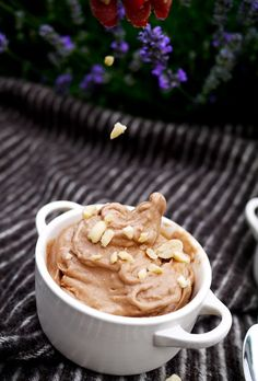 Guilt Free Chocolate-Peanut-Butter Gelato 3 frozen banans (make sure you peel & chop them before freezing them), 1 heaped tbsp peanut butter 2 - good quality cocoa powder honey* Chuck all your ingredients into a blender/magimix. Healthy Treats, Healthy Desserts, Delicious Desserts, Dessert Recipes, Yummy Food, Dessert Dips, Healthy Recipes, Diabetic Recipes, Healthy Foods