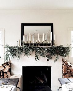 15 Gorgeous Christmas Mantel Decorating Ideas 4