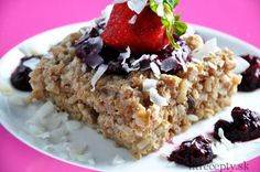 Sugar-Free Baked Brown Rice Cake with Chia Fruit Sauce Baked Brown Rice, Fruit Sauce, Menu Dieta, Rice Cakes, Mets, No Cook Meals, Granola, Tofu, Peanut Butter