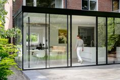 Glass extension with kitchen Groen & Schild living - Glazen uitbouw met keuken House Extension Design, Glass Extension, Home Styles Exterior, Interior And Exterior, Architecture Details, Modern Architecture, Sustainable Architecture, Pergola, Pole Barn Homes