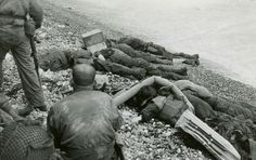 Dead Soldiers on Omaha beach on D-Day, 6 June They were members of the Battalion, Infantry Regiment, Infantry Division. Us Marines, Photos Du, Beach Photos, Ww2 Photos, D Day 1944, Milwaukee, Omaha Beach, D Day Normandy, Normandy France
