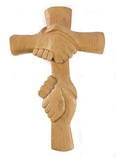 Esta cruz de pared mide 27 cm por 17 de cm de ancho. Realizada en sólida resina a la que se le ha dado un acabado que le confiere aspecto de madera rústica. Lista para colgar, dispone de un gancho a tal efecto. Única y diferente.