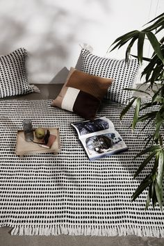 Give your home a new look with designer cushions by ferm LIVING in modern colours, fascinating textures and patterns in more sizes. Outdoor Lounge, Outdoor Cushions, Outdoor Rugs, Outdoor Living, Design Bleu, Nachhaltiges Design, Large Cushions, Design Bestseller, Upcycled Home Decor