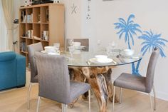 Lovely ground floor apartment close to beach Holiday Accommodation, Al Fresco Dining, Isle Of Wight, Very Well, Ground Floor, Vintage Inspired, Retro Vintage, Dining Table, Flooring