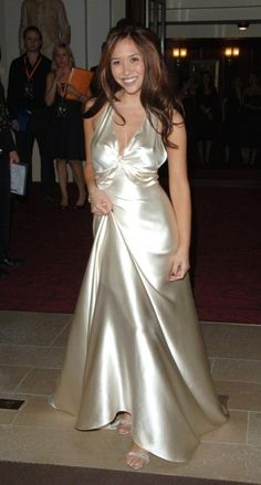I'm straight man satin silk is my fetish. Myleene Klass in satin silk 😍😍😍 Satin Gown, Satin Dresses, Silk Satin, Sexy Dresses, Formal Dresses, Silk Evening Gown, Women's Evening Dresses, Afternoon Dresses, Flapper Dresses