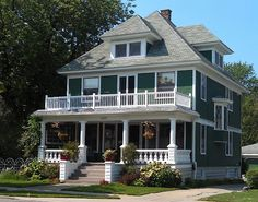29 ideas exterior remodel two story craftsman style for 2019 Craftsman Style Homes, Craftsman Bungalows, Bungalow Homes, Exterior House Colors, Exterior Design, Four Square Homes, Porch And Balcony, Primitive Homes, Exterior Remodel