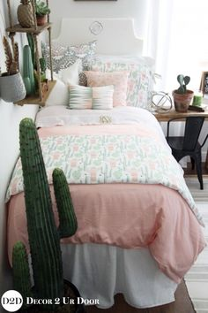 Cact-i as you a question? How much do you love this cactus motif inspired dorm bedding set? We love the colors of peach, grey, and green mixed together to create a sunrise setting. Totally Coachella. Desert on, y'all!