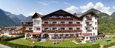 Aparthotel Panorama in Gais Farm Stay, Hotel Reservations, Hotels, Mansions, House Styles, Travel, Home Decor, Environment, Cottage House