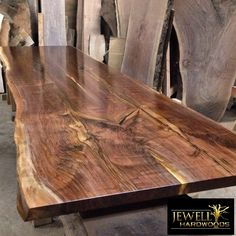 Discover thousands of images about Suar Wood Table - really like the idea of the 'live edge' on this table! Wood Slab Dining Table, Walnut Table, Wooden Tables, Dining Room Table, Live Edge Furniture, Solid Wood Furniture, Live Edge Wood, Live Edge Table, Industrial Design Furniture