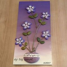 This Pin was discovered by Şim Stone Crafts, Rock Crafts, Diy And Crafts, Arts And Crafts, Pebble Painting, Pebble Art, Stone Painting, Rock Painting, Rock Flowers