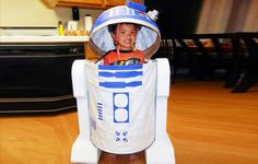 Vote for the glowing jellyfish costume made from everyday items in our Green Halloween Costume Contest. Best Kids Costumes, Diy Halloween Costumes For Kids, Cool Costumes, Costume Ideas, Halloween Costume Contest Winners, R2d2 Costume, Space Costumes, Green Costumes, Star Wars Costumes