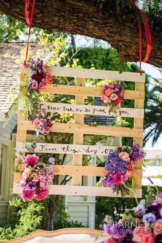 Cheerful Country Wedding Decor Ideas ★ country wedding suspended pallet with flowers and sign barnet photography Pallet Wedding, Diy Wedding, Rustic Wedding, Country Wedding Decorations, Party Decoration, Yosemite Wedding, Garden Wedding, Marie, Bridal Shower