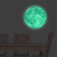 Muursticker glow in the dark maan <br /> Deze maan geeft licht in het donker