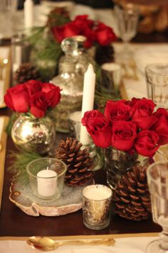 Christmas table Pinecones red roses ( maybe on a wooden plank ? )