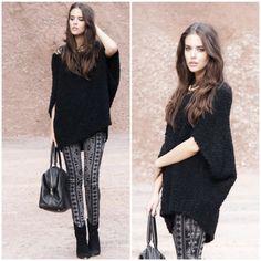 Clara Alonso: pantalones de Forever 21, suéter de Zara, collar de Stradivarius, Botas de Mango y bolso de Ysl.