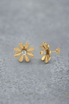 Daisy Flower Stud Earrings for Women with Diamonds in Yellow Gold exclusively styled by Fascinating Diamonds Source by charmandfinch Diamond Studs, Diamond Jewelry, Gold Jewelry, Diamond Earrings, Fine Jewelry, Gold Bracelets, Gold Earings Studs, Earring Studs, Gold Necklaces