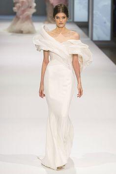 Những chiếc váy cưới đẹp mê mẩn tại Tuần lễ thời trang Haute Couture 2