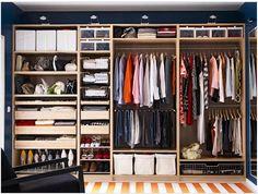 クローゼットはインテリア!お手本にしたいクローゼットの収納事例 ... こちらはカーテンは無いのですが、引き出しや棚ですべて仕切られているのでとても使いやすい仕様です。