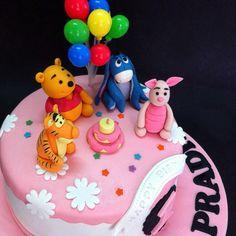 Fondant 3D Winnie the Pooh and friends. Fondant  gum paste.   http://cakedeliver.com/Fondant_Cakes_Winnie_The_Pooh/