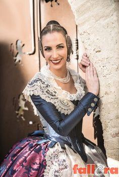 Una seda con 120 años de historia Beautiful Dresses, Nice Dresses, Elegant Dresses, Royal Dresses, Dress Making, Doll Clothes, Ballet Skirt, Saree, Costumes