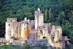 Chateau de Bonaguil - The last medieval castle built in France. Chateau Medieval, Medieval Castle, Beautiful Castles, Beautiful Sites, Aquitaine, Abandoned Mansions, Abandoned Places, Places To Travel, Places To See