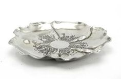 Decorated basin flower-shaped. #artigianato #madeinitaly #peltro #pewter