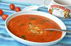 Supa de rosii reteta ardeleneasca a bunicii mele. La Arad facem supa de rosii cu orez, paste alfabet sau cu galuste mici de faina. Este o reteta simpla de Soup Recipes, Vegan Recipes, Cooking Recipes, Romanian Food, Good Enough To Eat, Tomato Soup, Summer Recipes, I Foods, Food To Make
