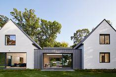 Modern Farmhouse Design, Modern Farmhouse Exterior, Modern Barn, Modern House Design, Farmhouse Ideas, Farmhouse Decor, Farmhouse Front, Industrial Farmhouse, Modern Industrial