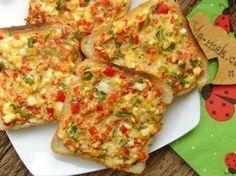 Kahvaltılık Domatesli Peynirli Ekmek Dilimleri Resimli Tarifi - Yemek Tarifleri