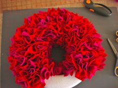 What a cute, easy and fun wreath that you could make for any occasion depending on the fabric/colors used!