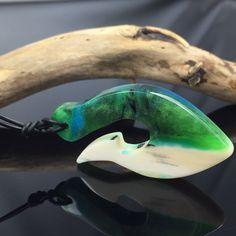 Ein persönlicher Favorit aus meinem Etsy-Shop https://www.etsy.com/de/listing/586628545/resin-bone-necklaceharz-knochen