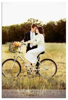 Can... I just have a photo shoot with my lover and this bike please? how adorable. Im totally freaking out.