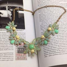 BRAND NEWStunning Flower Statement Necklace Brand new Jewelry Necklaces