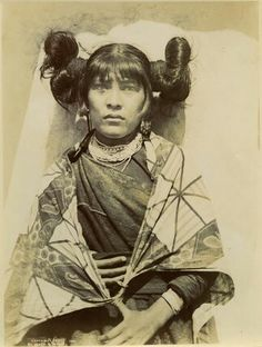 Hopi woman Native American Hair, Native American Tribes, Hopi Indians, Warrior Princess, First Nations, Portraits, Art Pictures, Indiana, Mesoamerican